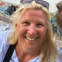 Susanne A.-W. <em>(Seglerin auf eigenem Strand-Kat, zum 1. Mal bei PAGOMO an Bord)</em>